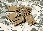 點一下即可放大預覽 -- 沙色~MOLLE 帶夾,夾扣,連接扣,固定扣,戰術背包扣件(一入)