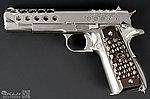 點一下即可放大預覽 -- 特價!【展示品出清特惠$2499】銀色~WE M1911 .45 蜂巢版 全金屬 瓦斯手槍