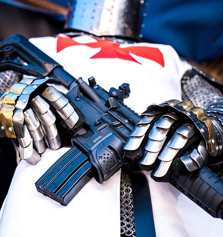 FAB DEFENSE The MOJO 彈匣井 造型蓋 Cavaluer Crusader